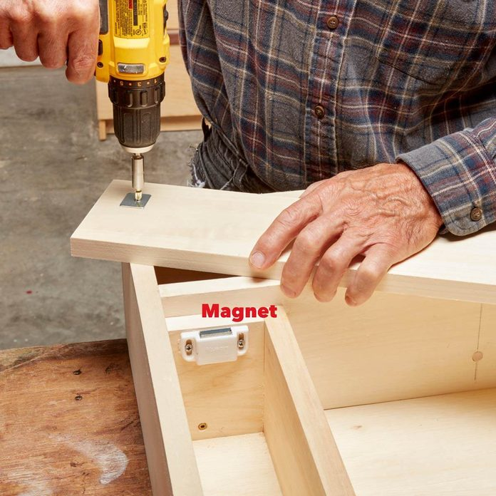 FH17ONO_582_51_100 build the hidden compartment