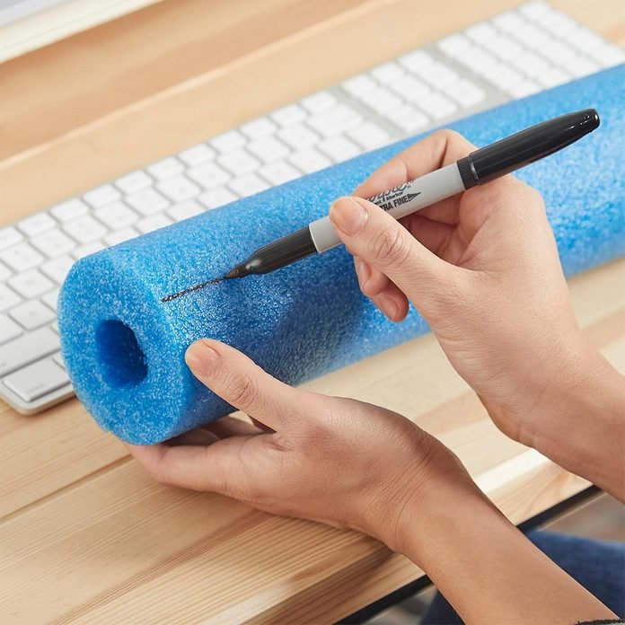 mark where to cut pool noodle wrist rest