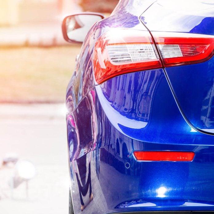 dfh5_shutterstock_638733571 car tail light bumper