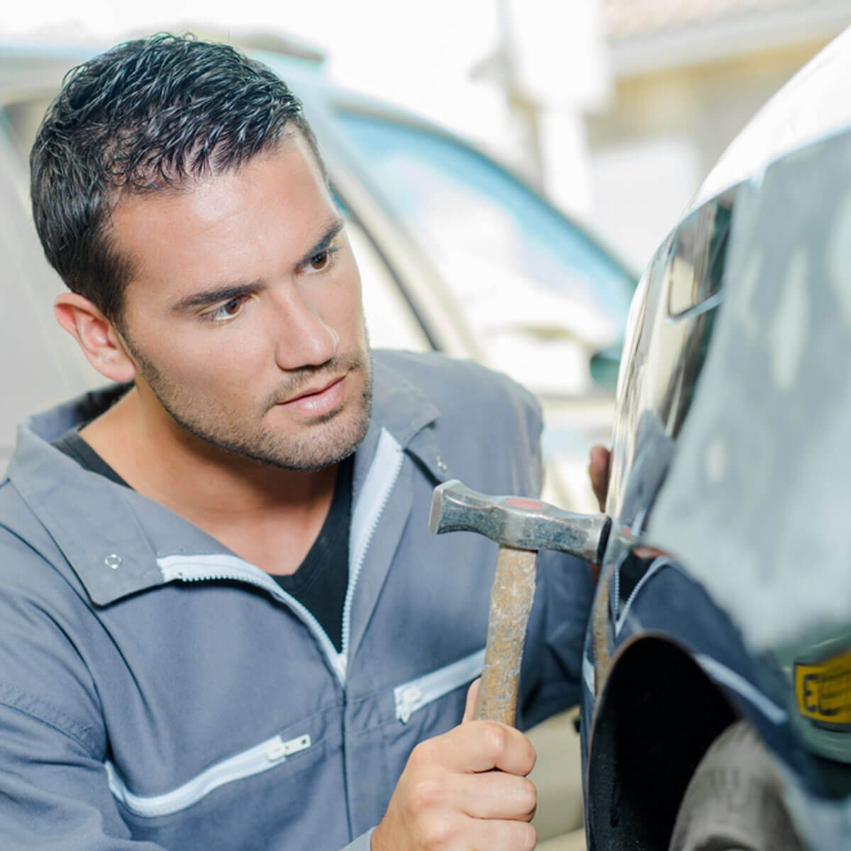 dfh8_shutterstock_277723364 auto mechanic fix car dents