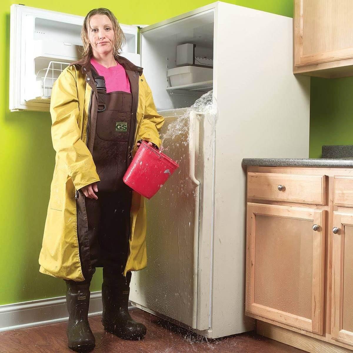Если холодильник потек что с ним будет