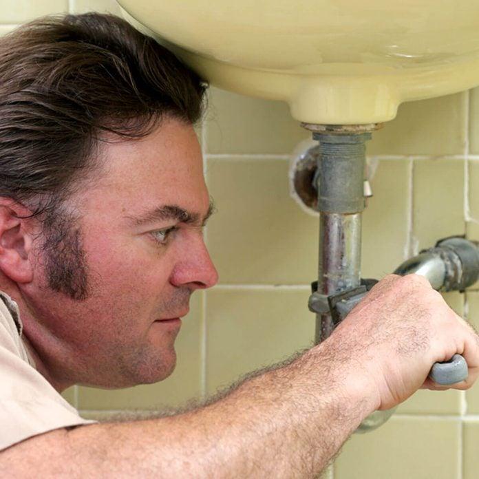 shutterstock_363811 fix leaky pipes bathroom sink