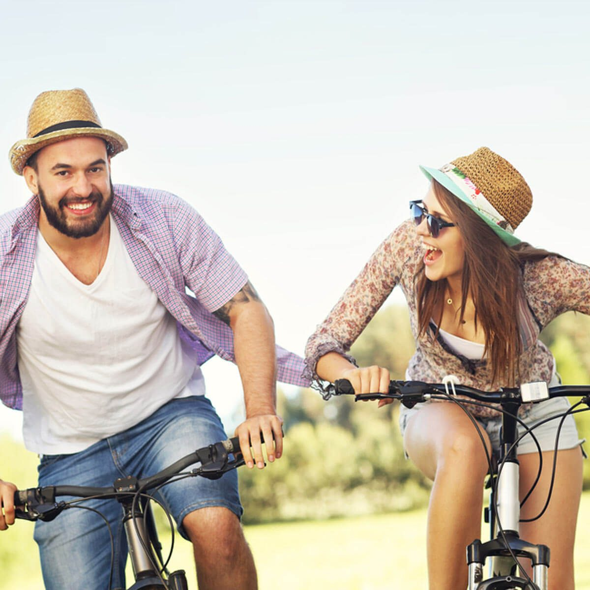 shutterstock_443128585 riding bikes vacation