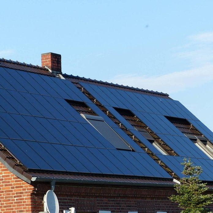 shutterstock_478170754 solar panel roof energy