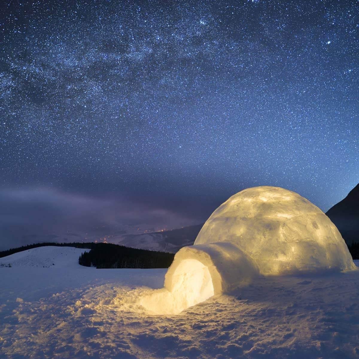shutterstock_496337095 stary night snow fort igloo