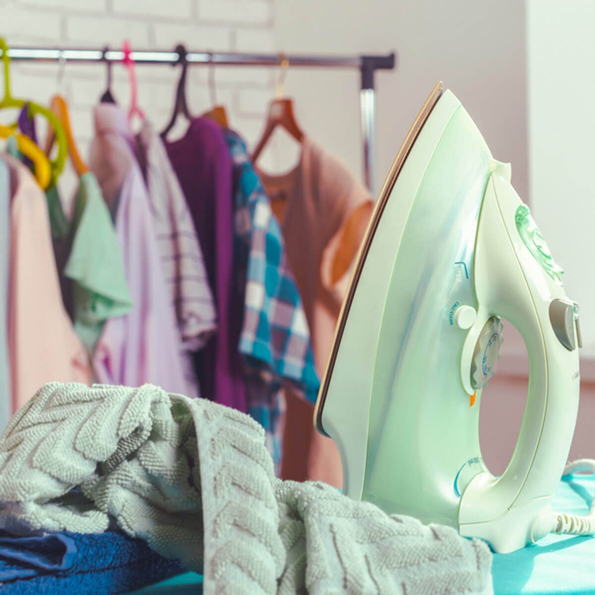 shutterstock_529871035 reduce wrinkles clothes iron