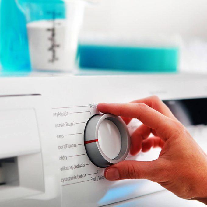 shutterstock_550590028 laundry tips washing machine
