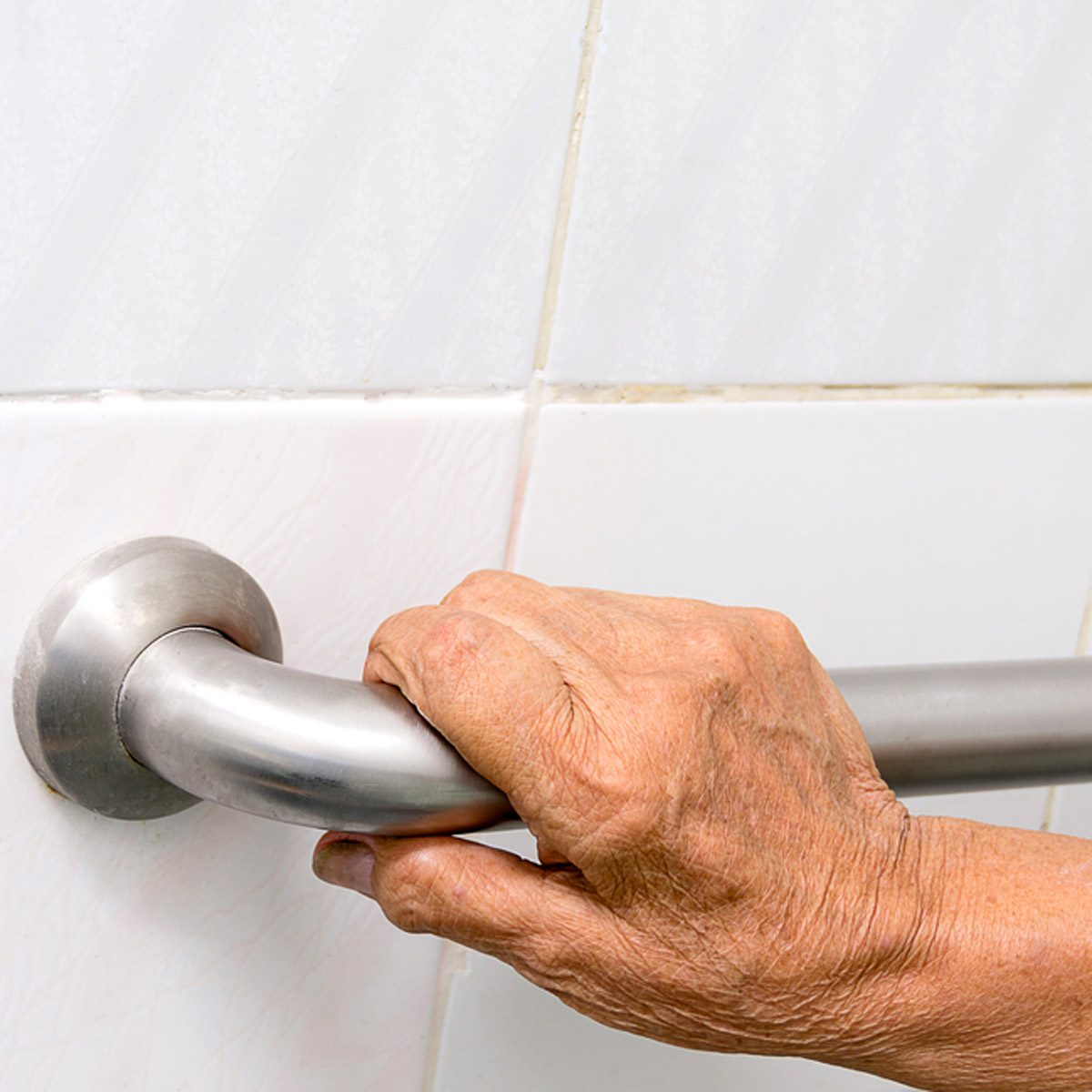 shutterstock_665922526 bathroom grab bars