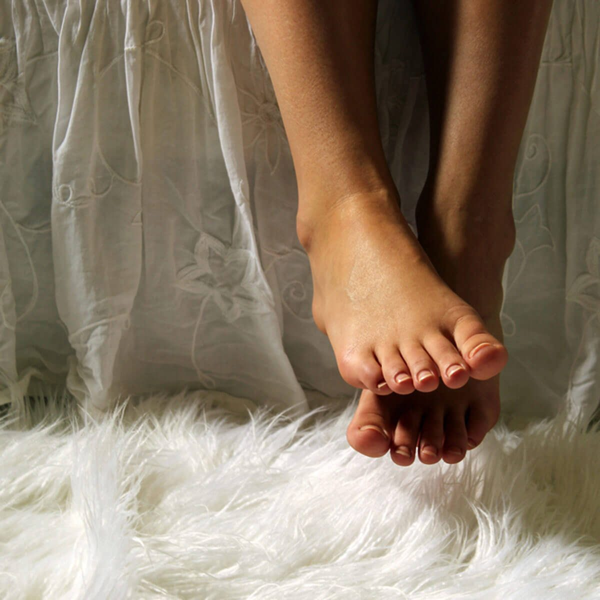 shutterstock_677400019 bed skirts fuzzy rug