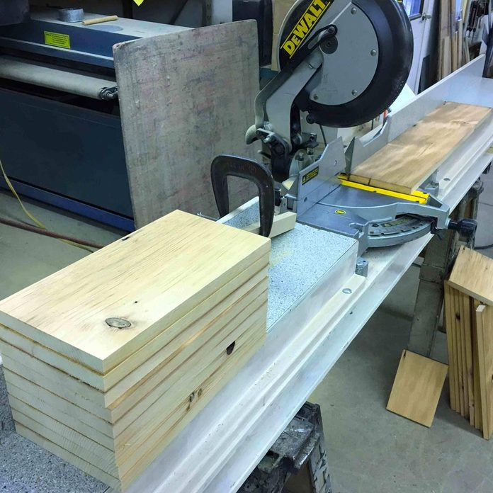 10Cut the end and bottom boards