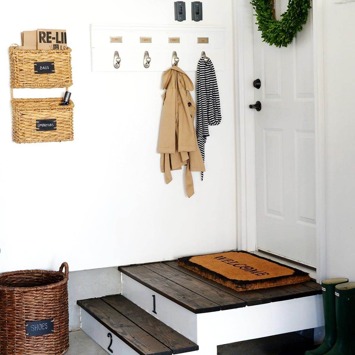 ABowlFullOfLemons mudroom organization