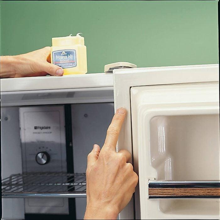 Clean Refrigerator Seals