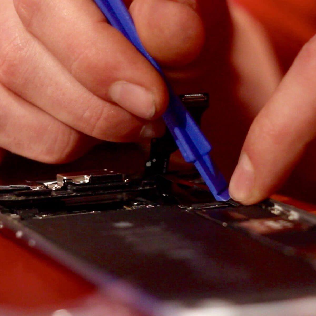 repair cell phone