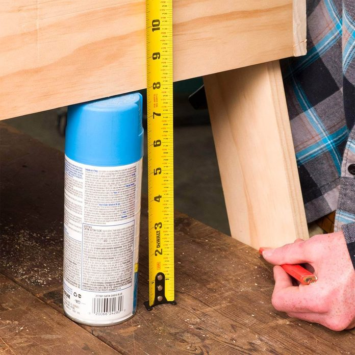 measuring cornhole board legs