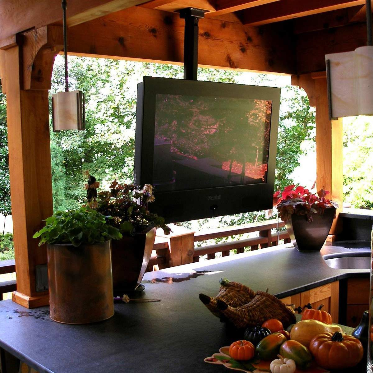 hirsch-outdoor-patio-tv