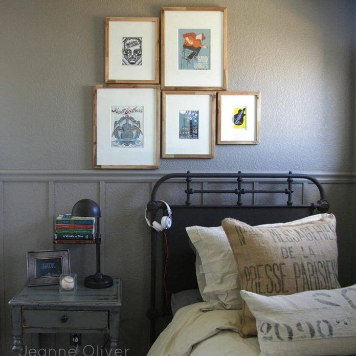 teen-bedroom-gallery-wall-art-simple