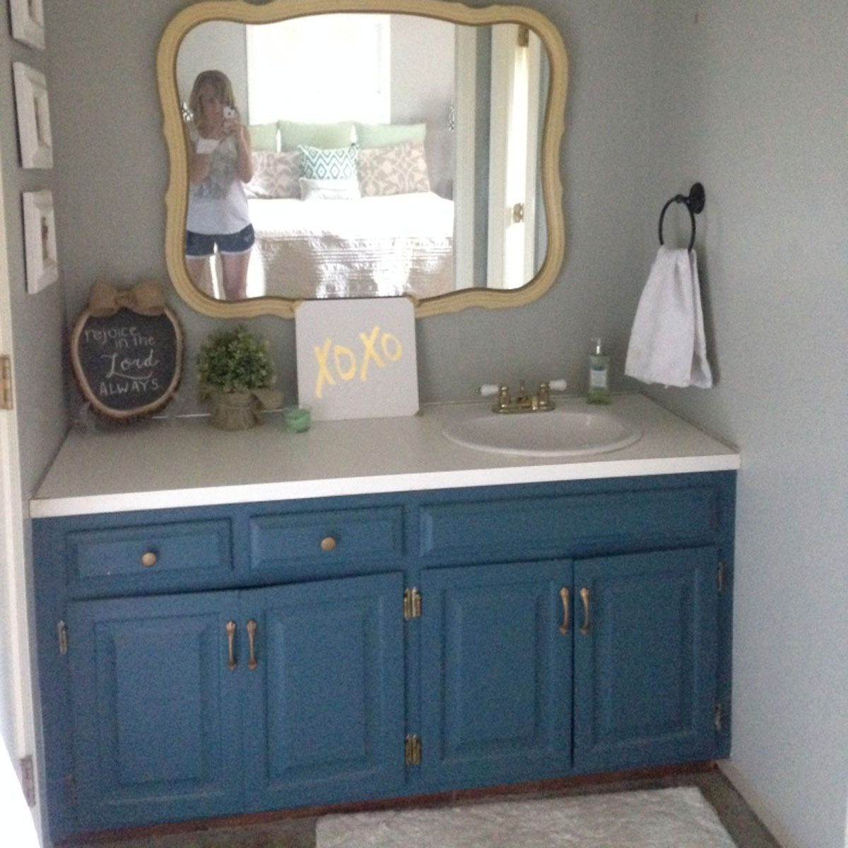 bathroom-vanity-blue-makeover