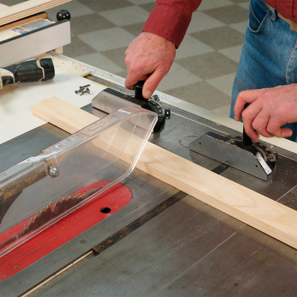 How to use a table saw ripping boards safely family handyman how to cut panels on a table saw keyboard keysfo Images