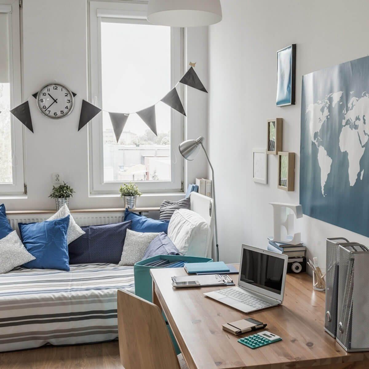 world-traveler-maps-bedroom-decor