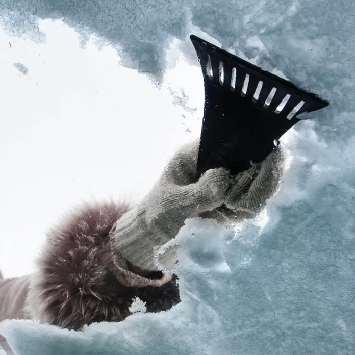 winter car tips ice-scraper
