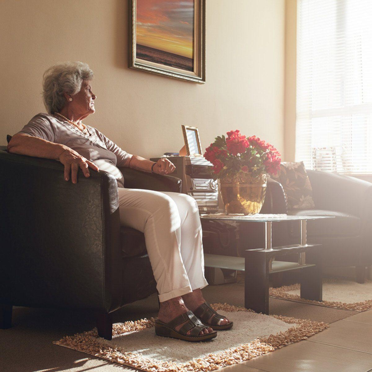 shutterstock_457918912 old woman grandma