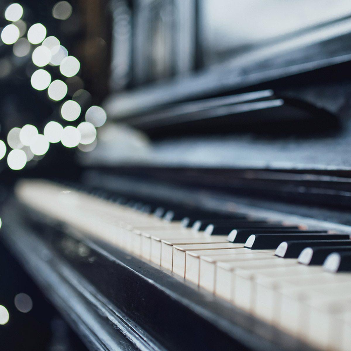 shutterstock_553722994 piano