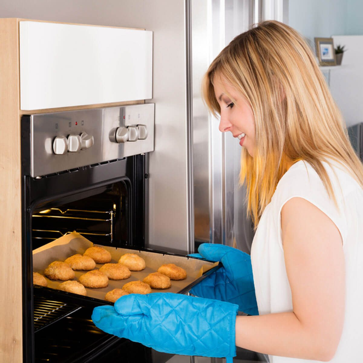 baking cookies oven mitts