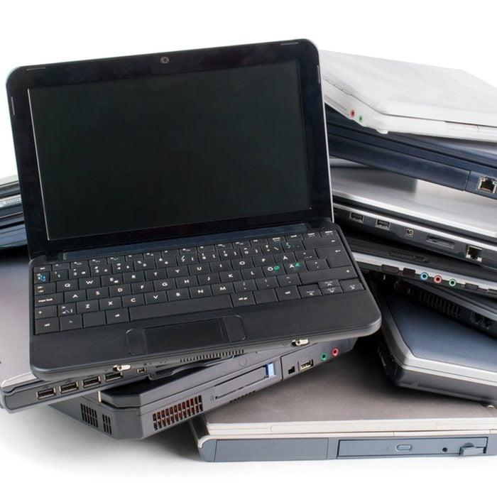 shutterstock_605370098 old computer laptop