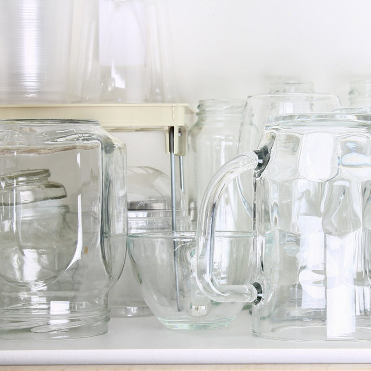 Shutterstock_739269280 Open Shelving Glasses