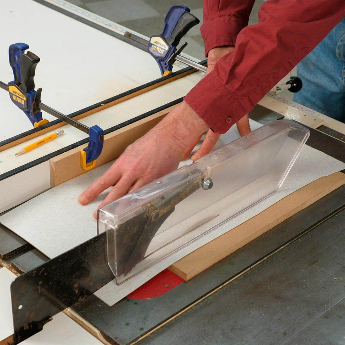 How to use a table saw ripping boards safely family handyman how to cut thin material on a table saw greentooth Image collections