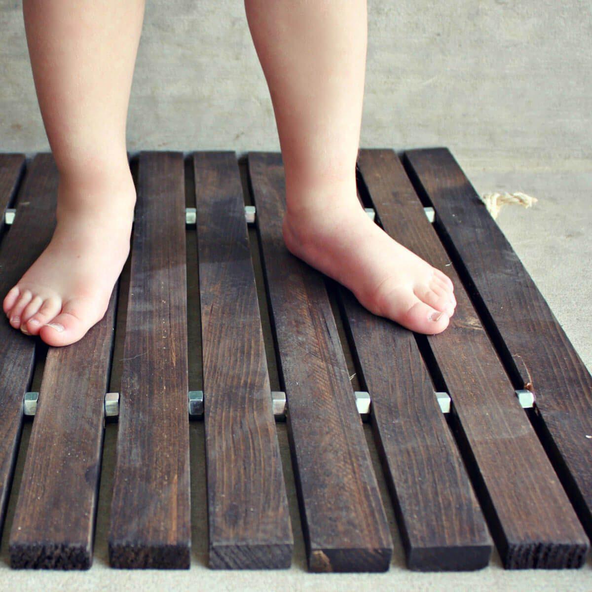 wood stake boot tray mat