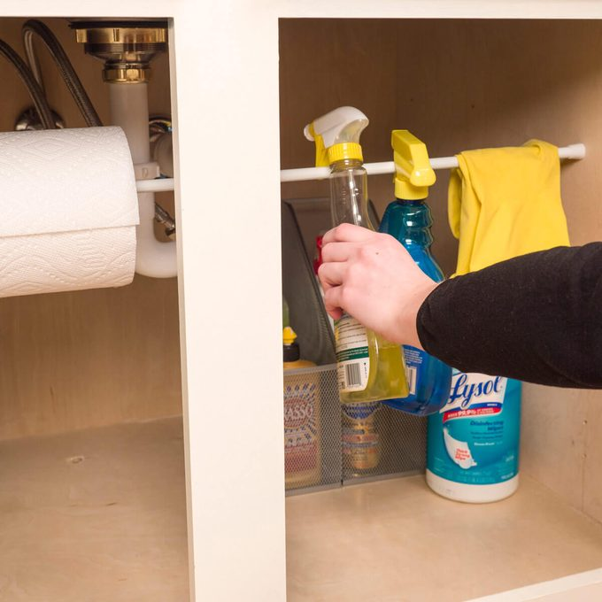 HH Tension rod organize under sink