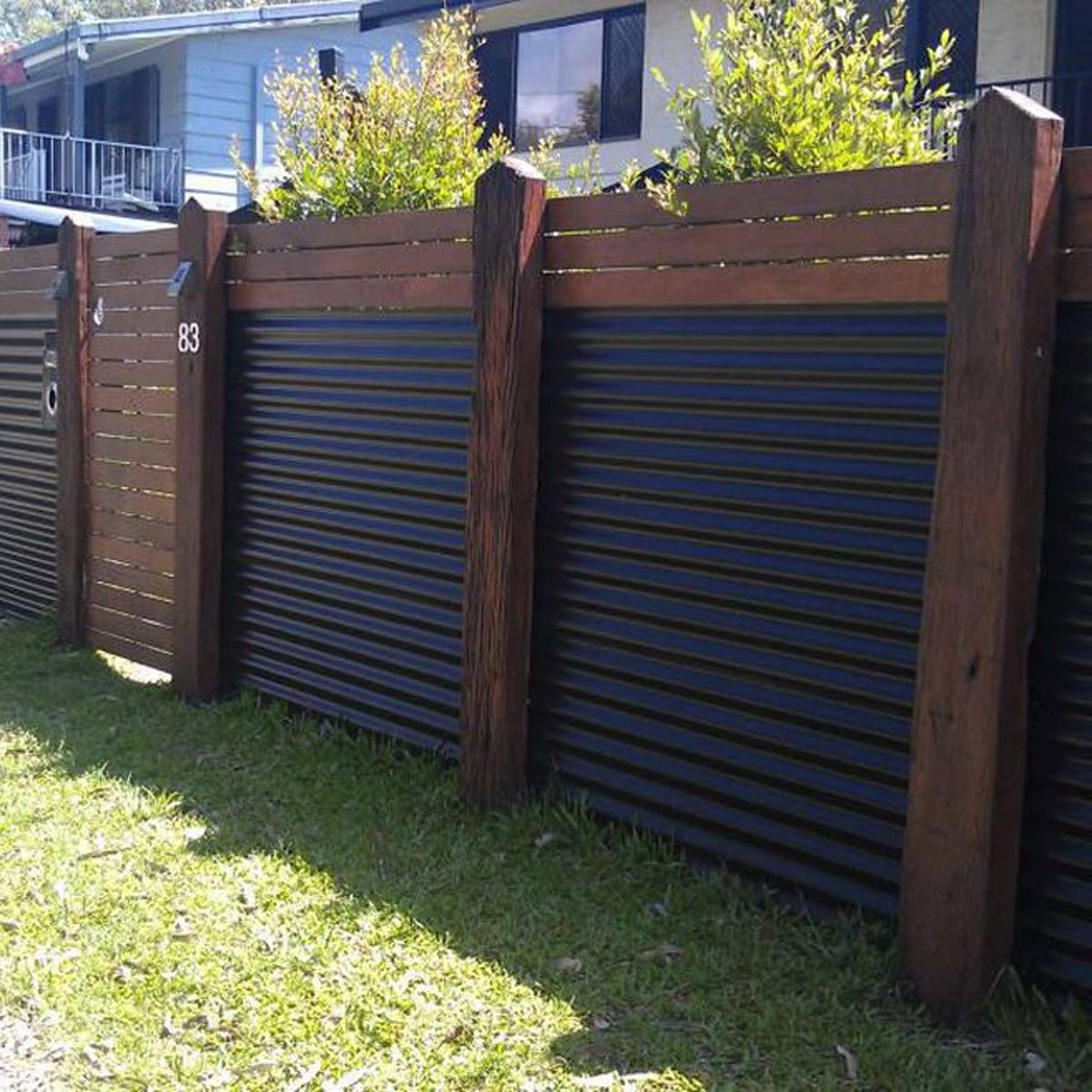 10 Modern Fence Ideas For Your Backyard