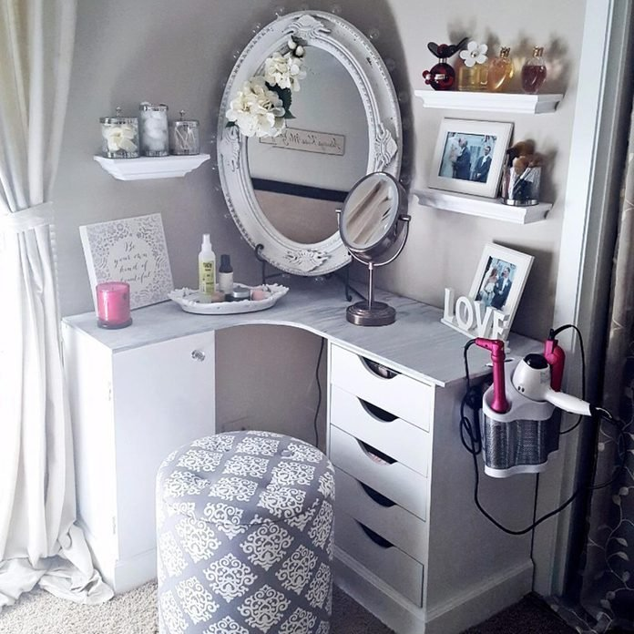 10 Awesome Ideas For A Beauty Vanity, Make My Own Vanity Mirror