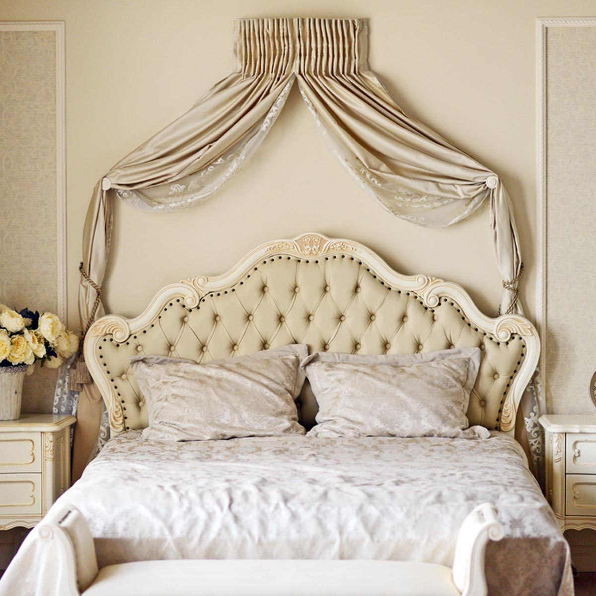shutterstock_219349261 bedroom drape swags