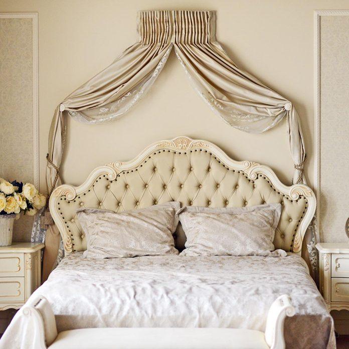 shutterstock_219349261 bedroom drape swags
