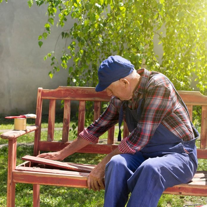 15 Tips For Painting Outdoor Furniture, What Paint Is Best For Outdoor Wood Furniture