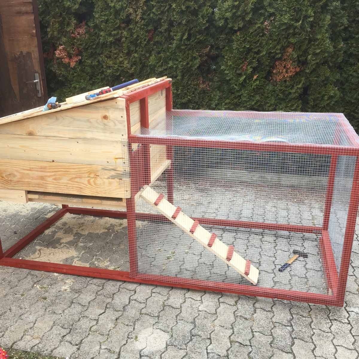 small inexpensive chicken coop