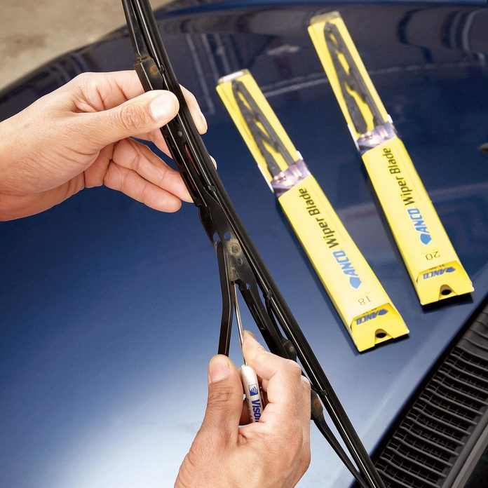 car fixes replace windshield wiper blades