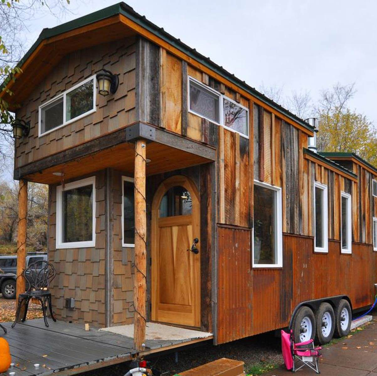25 tiny homes built from recycled material the family for Rocky mountain home builders