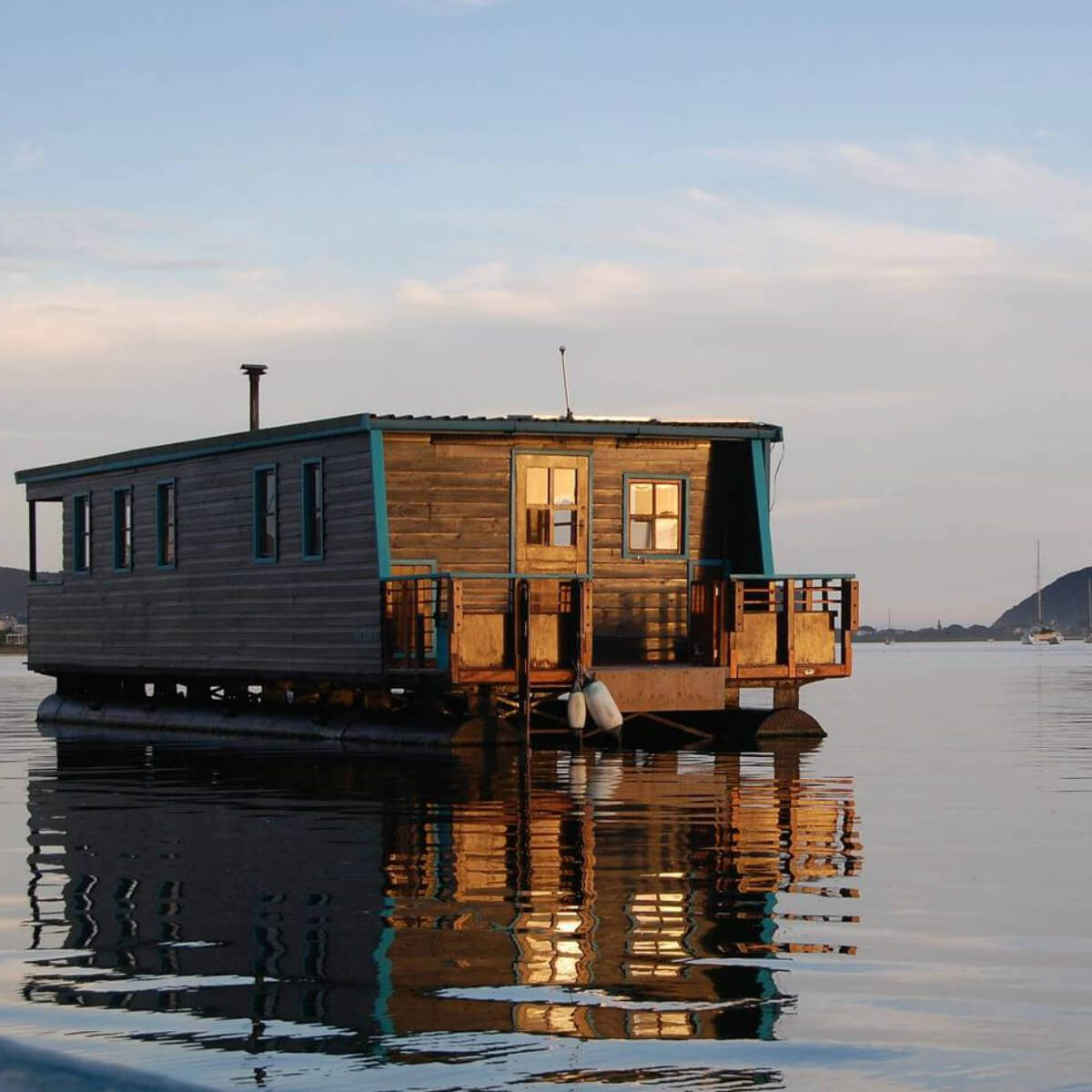 These 51 Airbnb Houseboats Are Like Living In A Floating Tiny House
