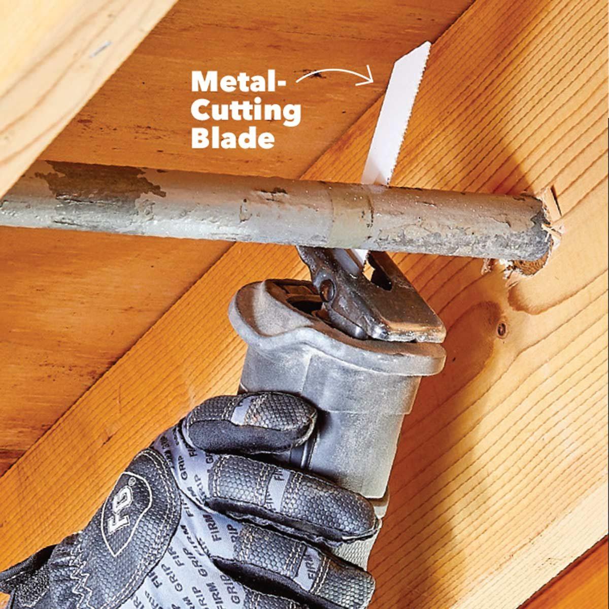 резать металл с помощью пилы