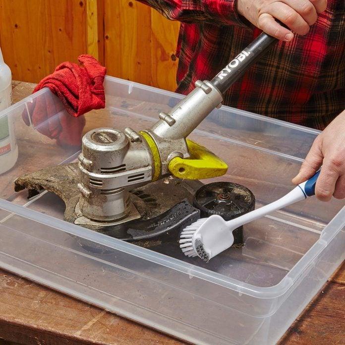 clean lawn tools