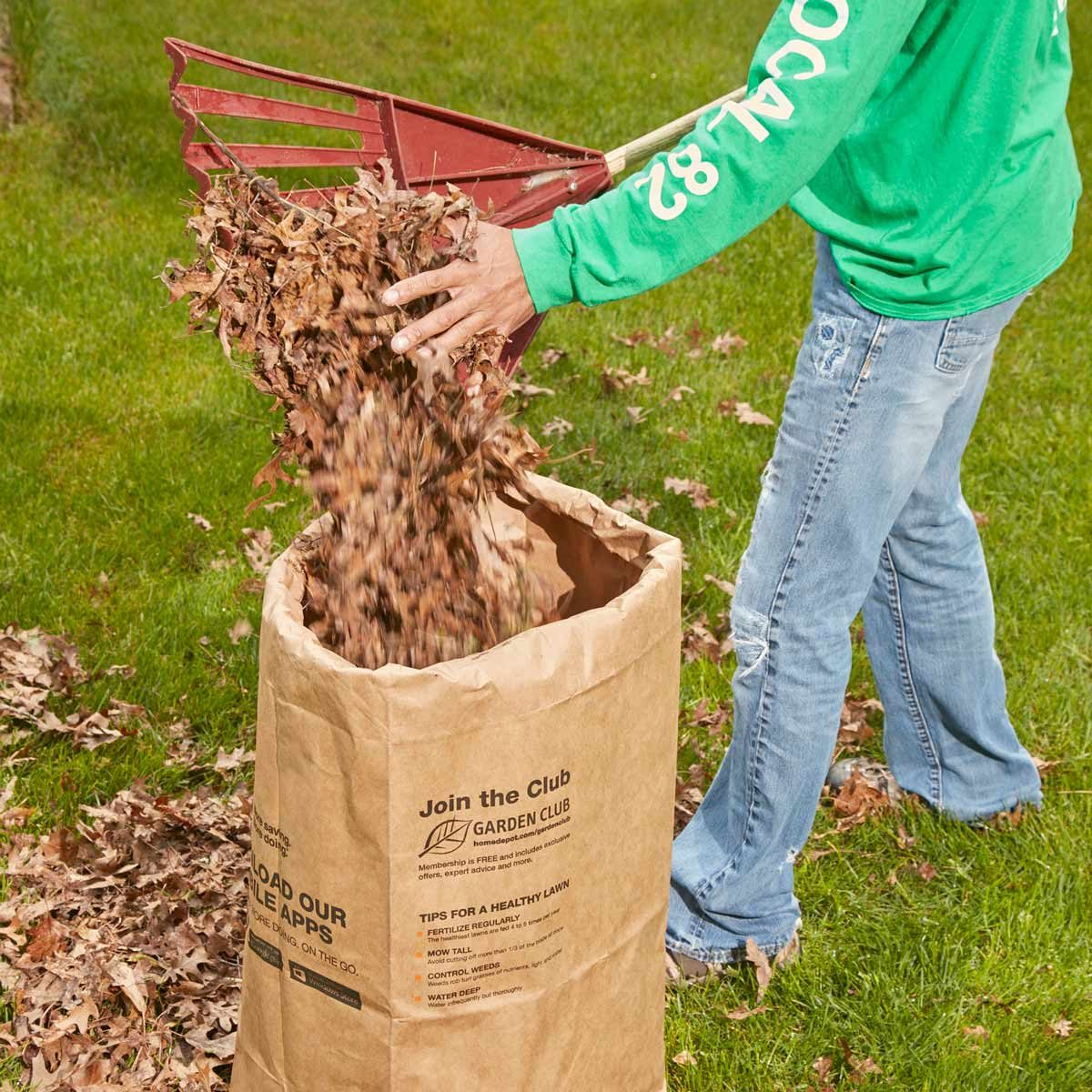 leaf bag stiffener — tip from the family handyman