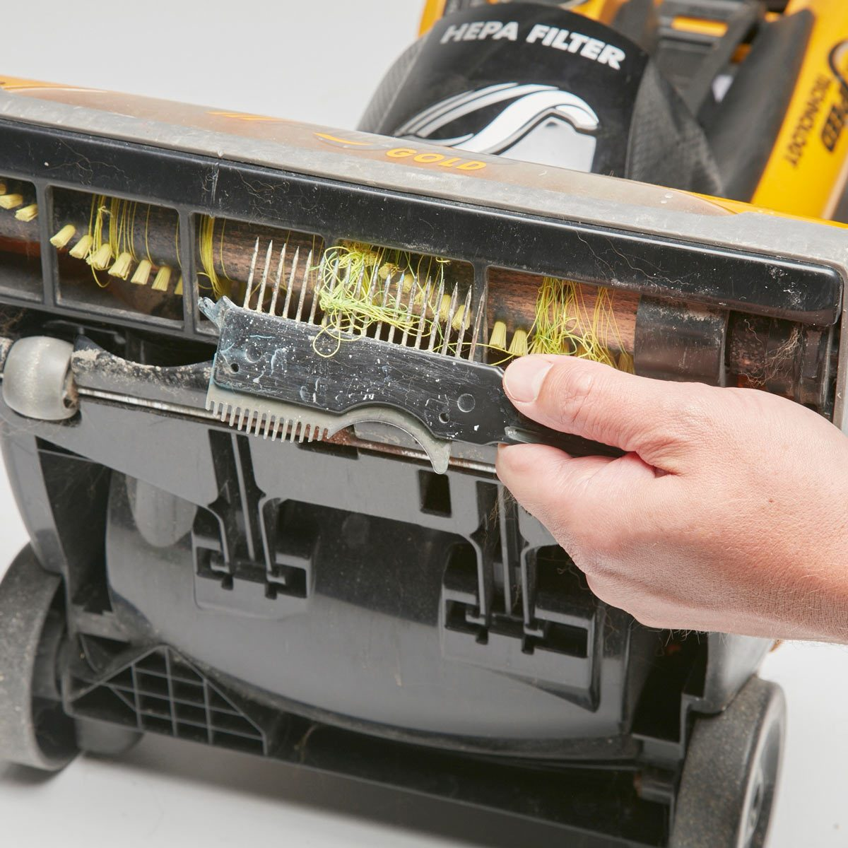 vacuum comb — workshop tip from the family handyman