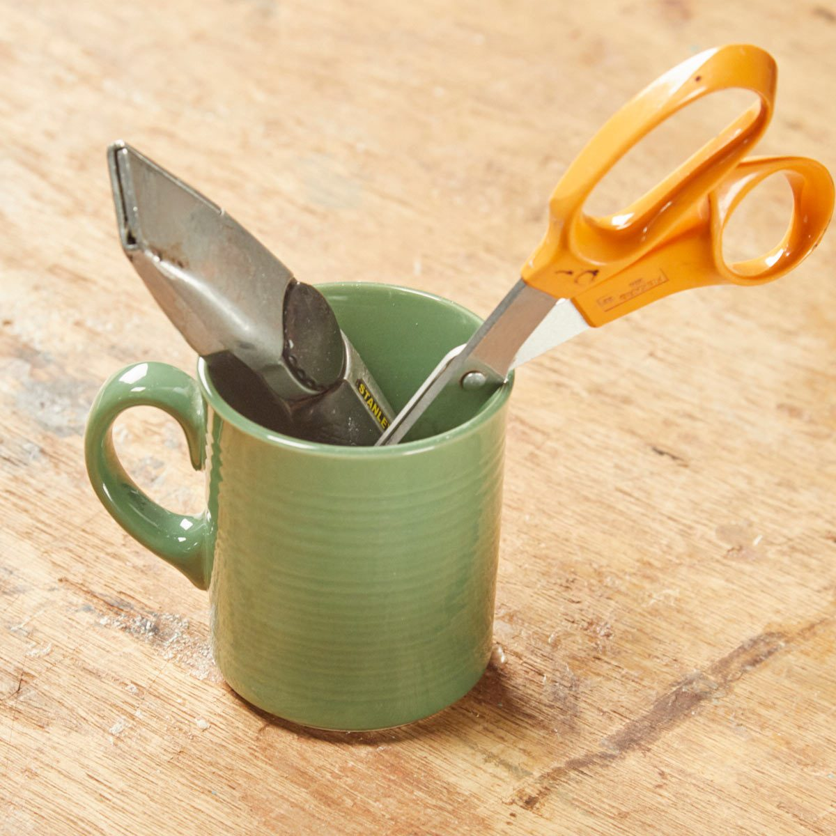 HH coffee mug sharpening scissors