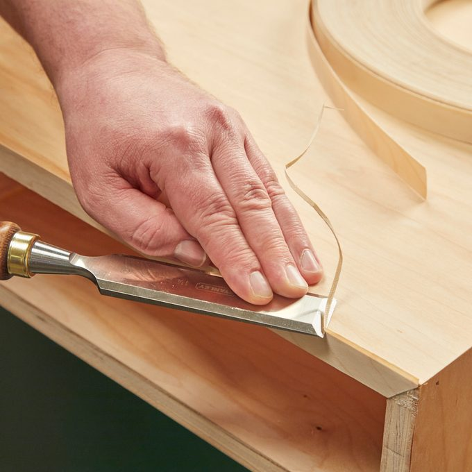 Chisel Veneer Trimming Handy Hint