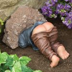 12 Tacky Lawn Ornaments You Need to See
