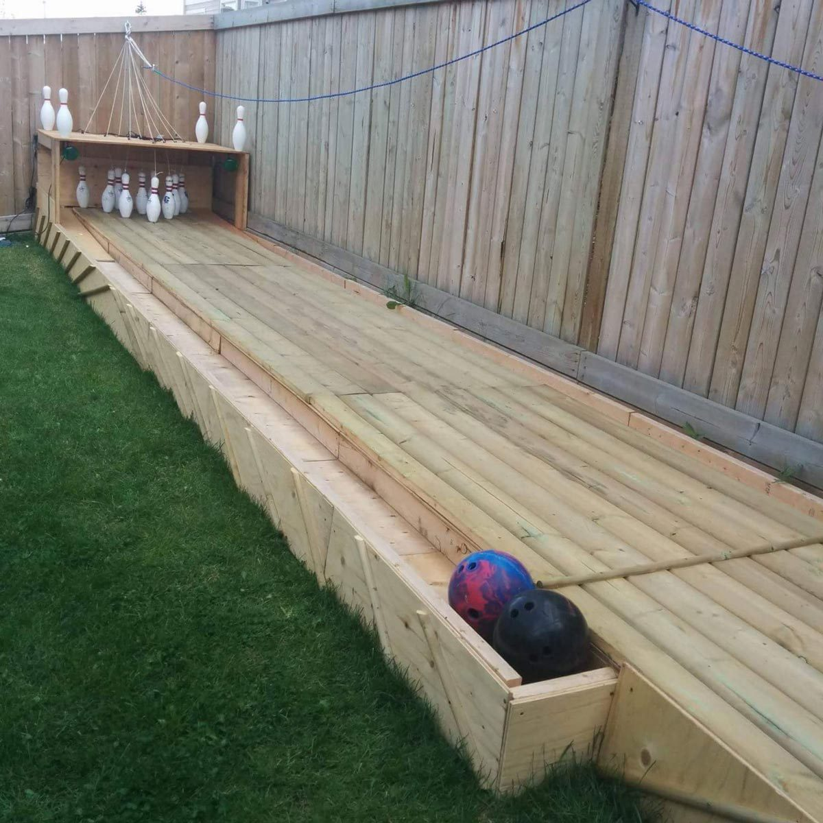 12 diy backyard games and sport courts the family handyman for Diy sport court