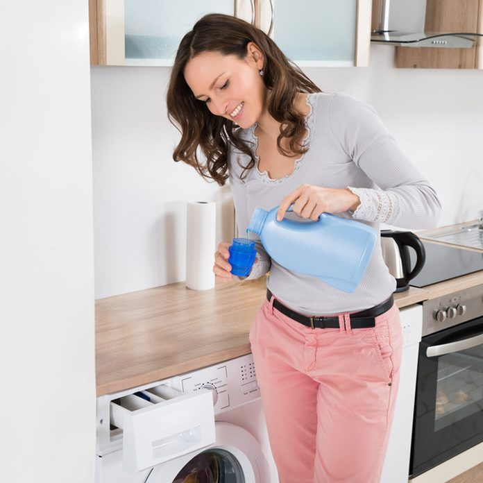 How to Fix a Stuck Zipper With Laundry Detergent